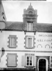 Maison Renaissance située sur la place au Sud de l'église -