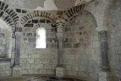 Monument sépulcral - Deutsch:   Chambon-sur-Lac, Friedhofskapelle, von SW