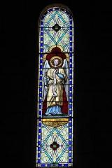 Eglise Sainte-Agathe - Deutsch:   Katholische Pfarrkirche Sainte-Croix, auch Sainte-Agathe, in Ris im Département Puy-de-Dôme (Auvergne-Rhône-Alpes), Bleiglasfenster; Darstellung: Erzengel Gabriel
