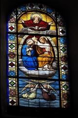 Eglise Sainte-Agathe - Deutsch:   Katholische Pfarrkirche Sainte-Croix, auch Sainte-Agathe, in Ris im Département Puy-de-Dôme (Auvergne-Rhône-Alpes), Bleiglasfenster; Darstellung: Krönung Mariens