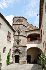 Château fort de Tournoël - Français:   Cour et galerie