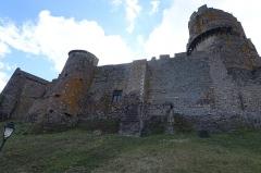 Château fort de Tournoël - Français:   Le chateau de Tournoel à Volvic, vue côté route