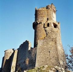 Château fort de Tournoël - English: The castle of Tournoël, near Volvic.
