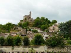 Château fort et église Saint-Jean du Marchidial - Français:   Vue vers le château et l\'église du Marchidial, Champeix, Puy-de-Dôme-France.
