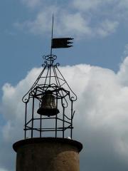 Château fort et église Saint-Jean du Marchidial - Français:   La cloche de l\'église Saint-Jean sur le site du château du Marchidial, Champeix, Puy-de-Dôme, France.