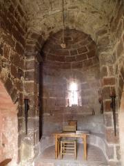 Restes du Château fort - Français:   Arlempdes, comm. de la Haute-Loire, France (région Auvergne).  Château: chapelle castrale (abside).