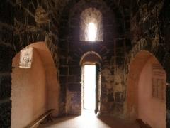 Restes du Château fort - Français:   Arlempdes, comm. de la Haute-Loire, France (région Auvergne).  Château: chapelle castrale (nef, vue depuis l\'abside; coup d\'oeil vers l\'ouest).