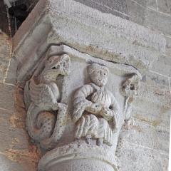 Eglise Saint-Saturnin - Deutsch: Chanteuges, Kirche,Kapitell, Jüngling, aus seinen Füßen wachsen Ranken
