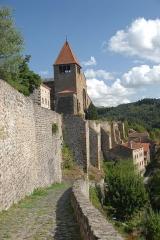 Prieuré - Deutsch: Chanteuges, westl. Wehrmauer mit Calades (Straße)