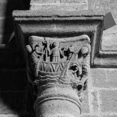 Prieuré - Deutsch: Chanteuges, Kirche,Kapitell, Schiff bedroht von Drachen