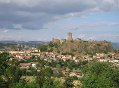 Ruines du château fort -  Forteresse médiévale de Polignac, cliché personnel, été 2005. 800 X 600 pixels