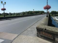 Pont de Regemortes - English: Access to Régemortes bridge, right side of Allier river, in Moulins [8832]