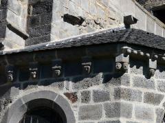 Eglise Saint-Martin - Français:   Modillons du chevet de l\'église, Les Ternes, Cantal, France.