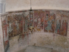 Eglise de Benque-Dessus - Français:   Fresques du chœur représentant plusieurs scènes de la Passion du Christ, église Saint-Blaise de Benque-Dessus, Haute-Garonne, France. À gauche, saint Jacques avec un bâton de pèlerin.