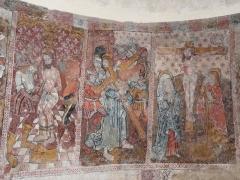 Eglise de Benque-Dessus - Français:   Fresques du chœur représentant plusieurs scènes de la Passion du Christ, église Saint-Blaise de Benque-Dessus, Haute-Garonne, France. De gauche à droite, la Flagellation, Jésus porte la croix, la Crucifixion.