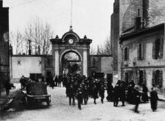 Château d'eau et station de pompage - Français:   Toulouse (Haute-Garonne, France): Sortie des employés de l\'Arsenal.