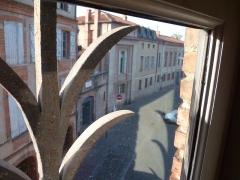 Ancien collège Saint-Raymond - Français:   Toulouse (Haute-Garonne, France): Vue d\'une fenêtre du musée Saint-Raymond.
