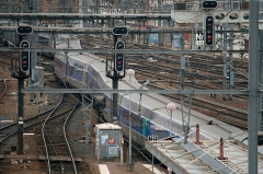 Gare de Toulouse-Matabiau -  A Toulouse-Paris High Speed Train leaving Toulouse-Matabiau station, and passing over three switchings in a few metres.