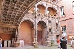 Hôtel Bernuy - English: Cour Renaissance de l'hôtel de Bernuy
