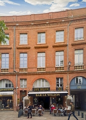 Place Wilson - English:  Facade of Building 4 place of President Thomas Wilson, Toulouse, by Jacques-Pascal Virebent.