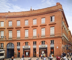 Place Wilson - English:  Facade of Building 5 place of President Thomas Wilson, Toulouse, by Jacques-Pascal Virebent.