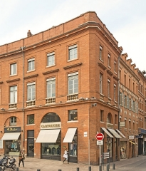 Place Wilson - English:  Facades of Building 10 place of President Thomas Wilson, Toulouse, by Jacques-Pascal Virebent.