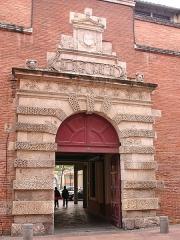 Ancien petit Séminaire de l'Esquile -  Cinémathèque de Toulouse, Porte dite de l'Esquile, en mai 2007 (Haute-Garonne, France)