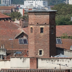 Immeuble - Français:   Sommet de la tour Ysalguier, 14ème siècle. 18 rue Peyrolières, Toulouse.