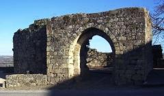 Fortifications -  Porte près de l'entrée actuelle de la ville de Capdenac-le Haut