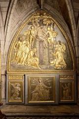Chapelle Notre-Dame-de-Pitié - Français:   L\'église Saint-Sauveur à Figeac, chapelle Notre-Dame-de-Pitié, panneau à gauche de l\'autel-retable: Descente de Croix & Vierge des Sept Douleurs encadrée de deux anges en prières.