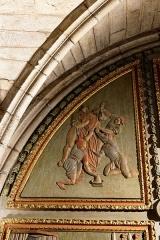 Chapelle Notre-Dame-de-Pitié - Français:   L\'église Saint-Sauveur à Figeac, chapelle N.D. de Pitié, premier panneau oriental: Jésus dépouillé de ses vêtements.