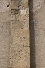 Eglise de l'Assomption -  Vue d\'un contrefort de la façade Sud de l\'Assomption de Maubourguet (restes de 2 cadrans solaires sculptés dans le contrefort) / Hautes-Pyrénnées, France