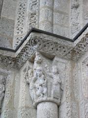 Eglise Saint-Michel - Deutsch: Kirche Saint-Michel in Lescure-d'Albigeois, Portal-Kapitell links Mitte: Abraham will Isaak opfern.