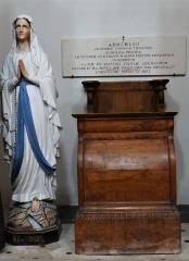Ancienne église Saint-Martin - Français:   Abbaye-école de Sorèze - Chapelle de l\'école de Sorèze - Statue de la Vierge et un siège