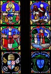 Eglise Saint-Jean-Baptiste - Français:   Caylus - Eglise Saint-Jean-Baptiste - Vitrail dans l\'axe du chevet: scènes de la vie du Christ avec en partie inférieure les armoiries du pape Pie IX et de l\'évêque