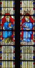Eglise Saint-Jean-Baptiste - Français:   Caylus - Eglise Saint-Jean-Baptiste - Vitrail du chevet: saint Paul avec l\'épée et saint Pierre avec les clés