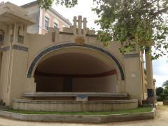 Jardin de l'Abbaye, dit aussi square Lucien Beaufrère - Français:   Vierzon Art déco Auditorium Jardin abbaye