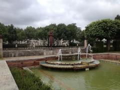 Jardin de l'Abbaye, dit aussi square Lucien Beaufrère - Français:   Vierzon Art déco Jardin abbaye bassin et grille de la paix