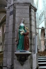 Eglise Notre-Dame - statue de sainte Anne et Marie, église Notre-Dame de Bonneval, Eure-et-Loir, France.