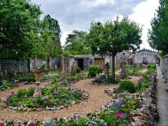 Maison Picassiette, actuellement musée Picassiette - Deutsch: Garten des Picassiette-Hauses, Chartres, Département Eure-et-Loire, Region Zentrum-Loiretal, Frankreich