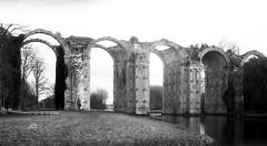 Ancien aqueduc de Pontgouin à Versailles (également sur communes de Berchères-Saint-Germain et Pontgouin) -