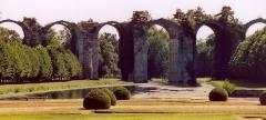 Ancien aqueduc de Pontgouin à Versailles (également sur communes de Berchères-Saint-Germain et Pontgouin) -   France Eure-et-Loir Maintenon L\'aqueduc  Photographie prise par GIRAUD Patrick