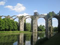 Ancien aqueduc de Pontgouin à Versailles (également sur communes de Berchères-Saint-Germain et Pontgouin) - Français:   Vue de l\'aqueduc du château de Maintenon