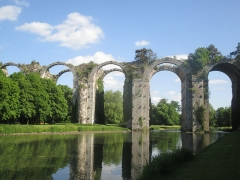 Ancien aqueduc de Pontgouin à Versailles (également sur communes de Maintenon et Berchères-Saint-Germain) - Français:   Vue de l\'aqueduc du château de Maintenon
