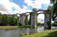 Ancien aqueduc de Pontgouin à Versailles (également sur communes de Maintenon et Berchères-Saint-Germain) - Français:   Ancien aqueduc de Pontgouin à Versailles - Maintenon, Eure-et-Loir