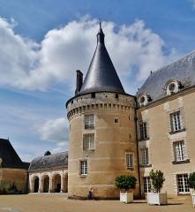 Château d'Azay-le-Ferron - Deutsch: ein Turm des Schlosses Azay-le-Ferron, Azay-le-Ferron, Département Indre, Region Zentrum-Loiretal, Frankreich