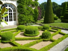Château d'Azay-le-Ferron - English: French garden at the Chateau d'Azay-le-Ferron