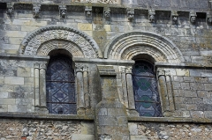 Eglise Notre-Dame - Châtillon-sur-Indre (Indre)  Eglise Notre-Dame.   Partie supérieure du transept sud avec ses fenêtres romanes.