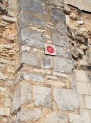 Ancienne abbaye Notre-Dame-du-Bourg-Dieu - Français:   Abbaye Notre-Dame de Déols, dans l\'Indre (bâtiment catholique bénédictin de style roman édifié entre les Xe et XIIIe siècles). Plaque apposée sur le clocher et signalant son appartenance à la Fédération des sites clunisiens.