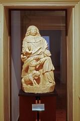 Ancien hôtel-Dieu - Issoudun (Indre).  Musée de l\'Hospice Saint-Roch.   Saint-Roch, début XVIIe siècle. Sculpture en pierre venant de l\'ancien Hôtel-Dieu d\'Issoudun.